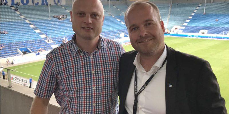 Markus Winkler (Geschäftsführer der oparco) und Stephan Lietzow (Leiter für Marketing & Vertrieb der 1. FC Magdeburg Spielbetriebs GmbH)